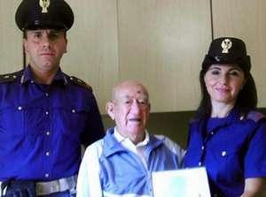 Anziano, clandestino a 106 anni, potrà rimanere con i suoi cari