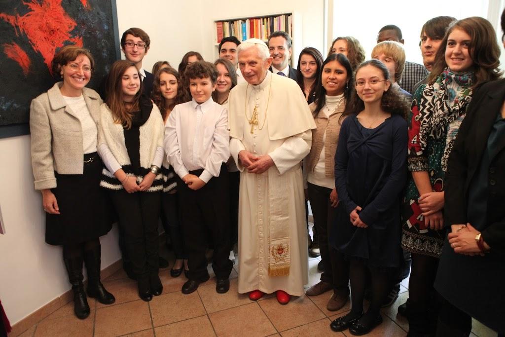 Giovani e anziani col Papa