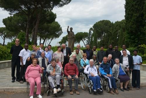 Gli anziani dell'istituto Villa delle Querce di Nemi ospiti del collegio S. Pietro di Propaganda Fide