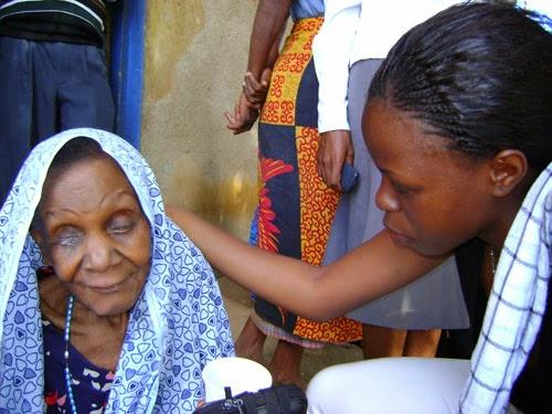 """""""Vive les Ainés"""", una Campagna della Cortesia verso gli anziani in Costa d'Avorio"""
