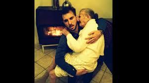L'abbraccio fra nonna e nipote: 500.000 visualizzazioni da tutto il mondo