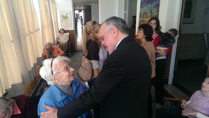 Andrea Riccardi visita gli anziani di Buenos Aires