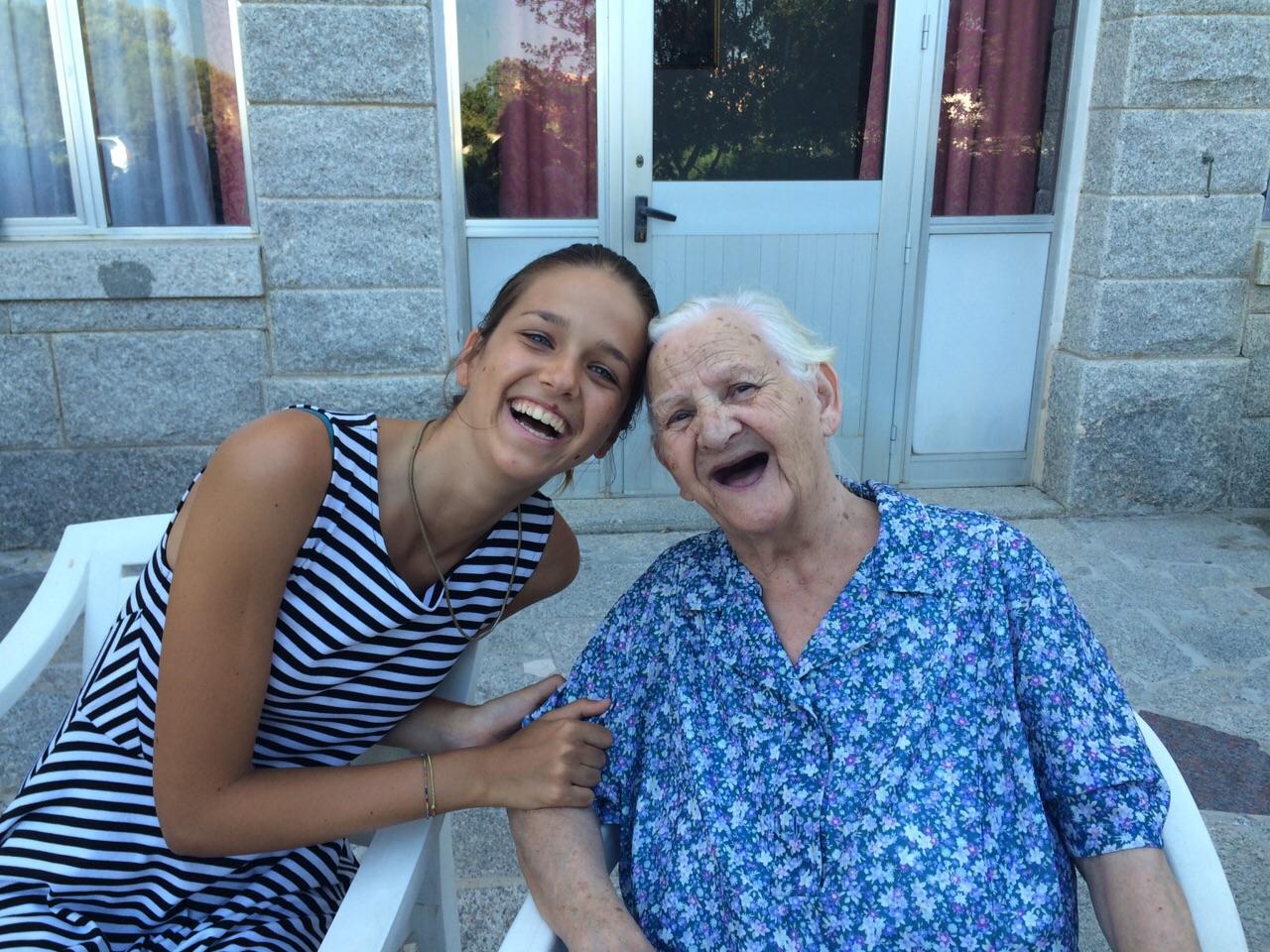 """""""Luglio col bene che ti voglio…"""": due ore di felicità per gli anziani de La Maddalena"""