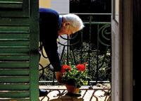 Anziani: restare a casa propria è un diritto. Una guida online e le iniziative per proteggere i più fragili dal caldo in arrivo