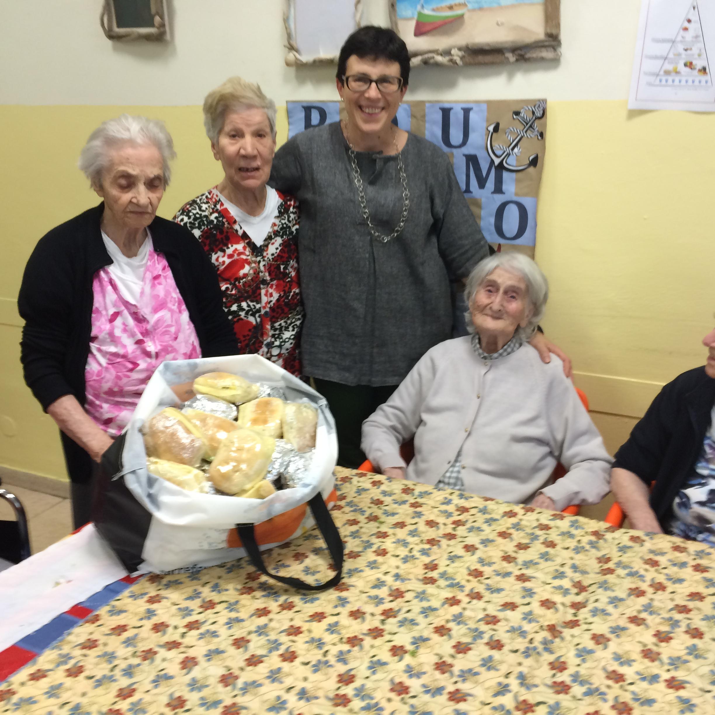 Genova:anche in istituto gli anziani aiutano i profughi.