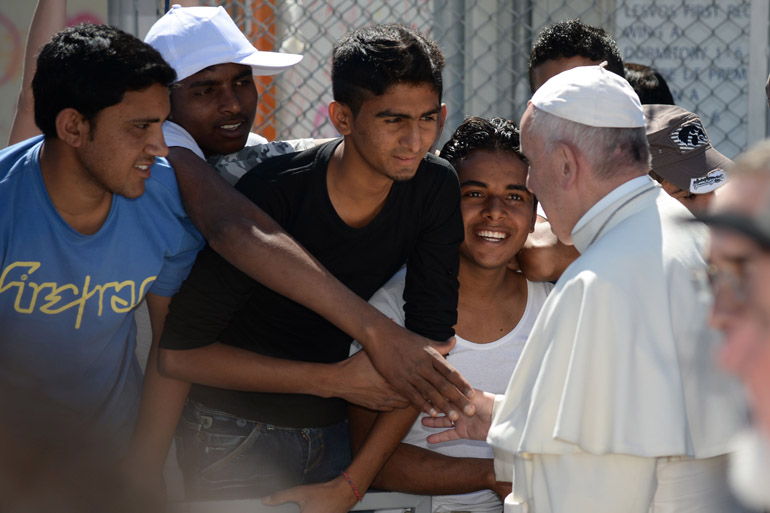 Papa Francesco: giovani e anziani tornino a sognare!