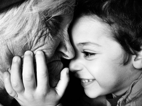 """Festa dei nonni: la raccolta di poesie del Premio letterario """" Viva gli Anziani!"""""""