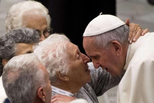 Papa Francesco: gli anziani testimoni preziosi della cultura della vita