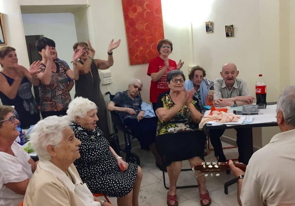 """Napoli: ferragosto con """" Viva gli Anziani!"""" al Fondaco della Solidarietà e a Camaldoli"""