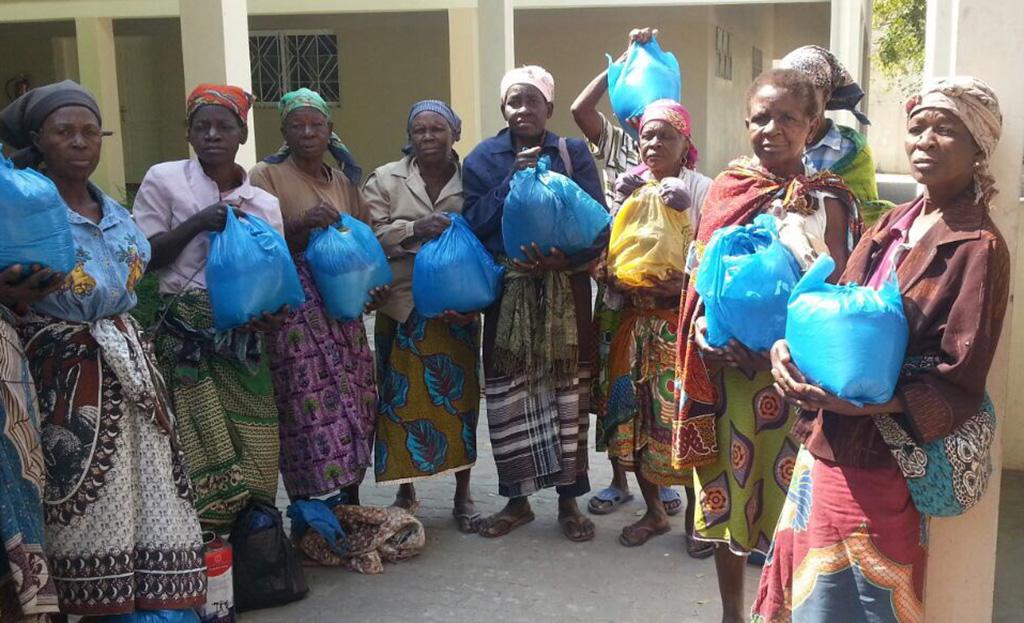 Beira, Mozambico: aiuti alimentari agli anziani