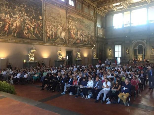 A Firenze la città sogna con i suoi anziani