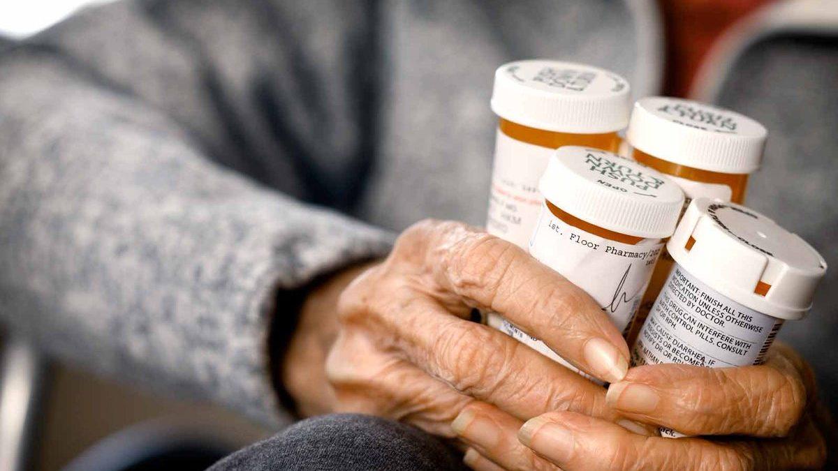 6 consigli per gestire la terapia ed i farmaci degli anziani