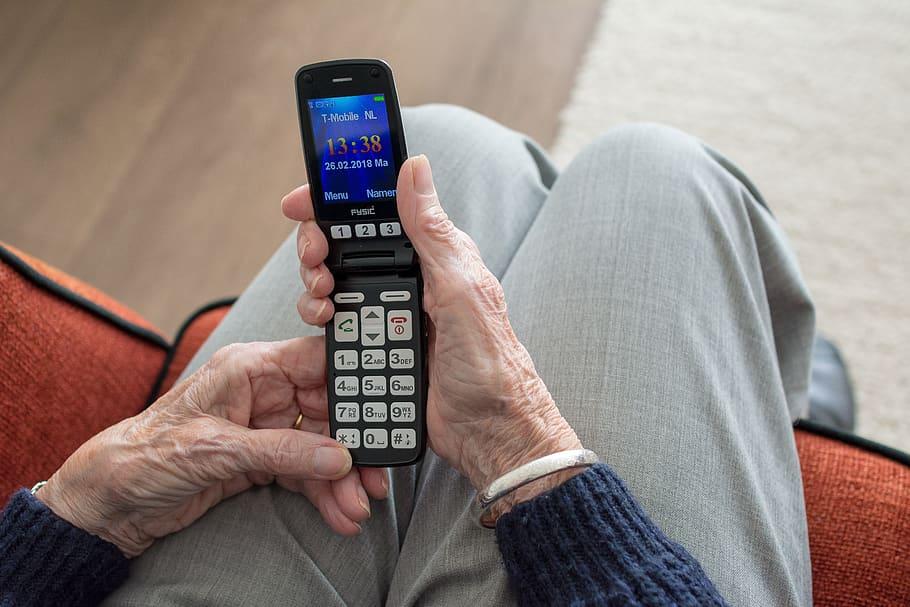 Anziani e social network, cinque cose da sapere
