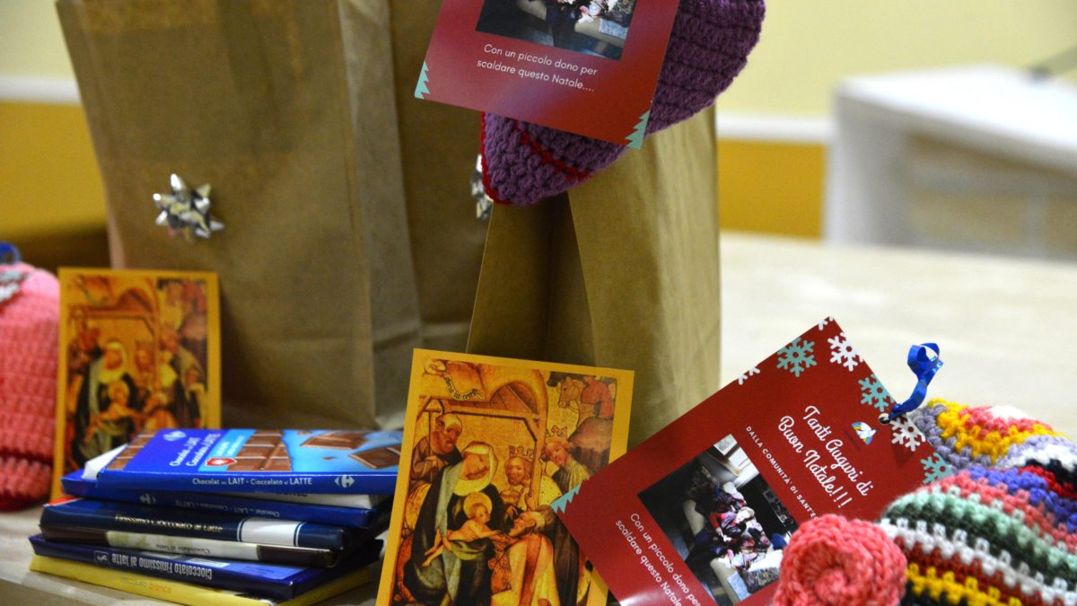 Anziane di Napoli per Natale regalano il calore alle detenute del carcere di Pozzuoli