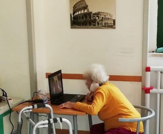 Creatività, tecnologia e amicizia per gli anziani delle RSA e delle case di riposo