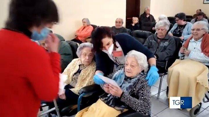 Lontani ma vicini. Lettere e messaggi agli anziani nelle case di riposo